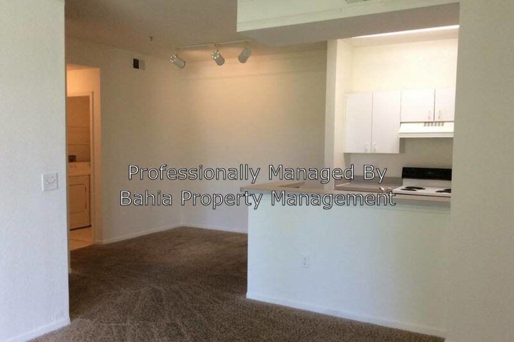 Apartments in Hunters Green, Tampa, FL (see photos, floor