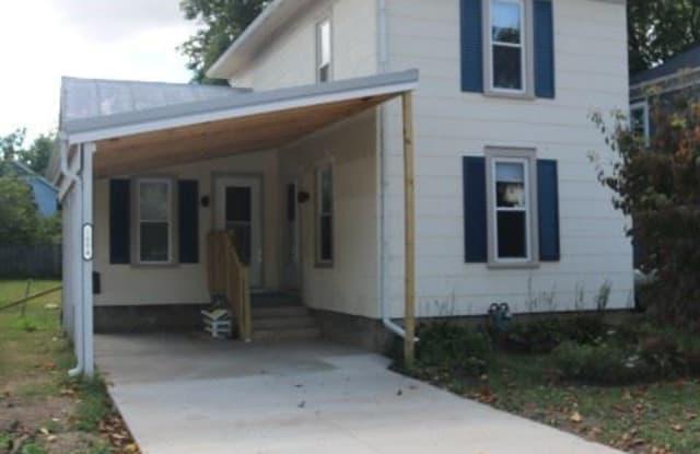 1004 W Chestnut St - 1004 West Chestnut Street, Mount Vernon, OH 43050