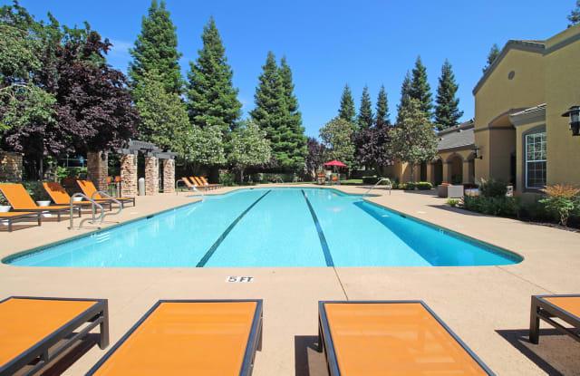 Oak Brook - 12499 Folsom Blvd, Rancho Cordova, CA 95742