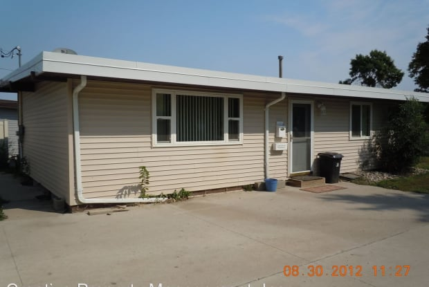 10 - 18th St SW - 10 18th St SW, Minot, ND 58701
