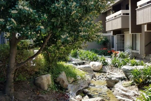 195 STREAMWOOD - 195 Streamwood, Irvine, CA 92620