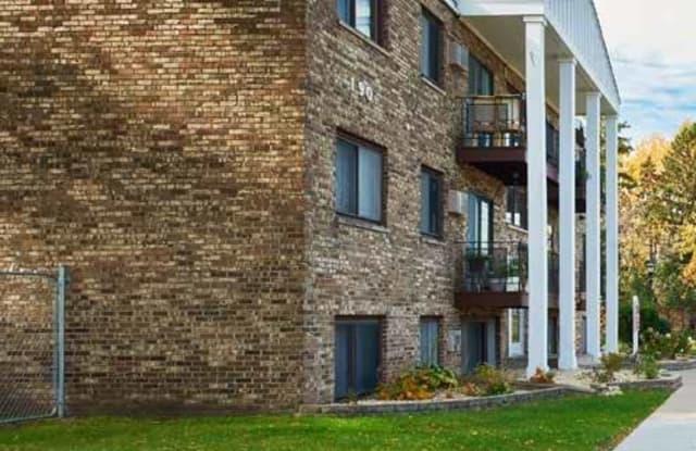Larpenteur Villa - 190 Larpenteur Ave W, Roseville, MN 55113