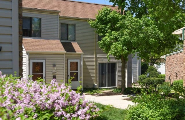 The Highcrest at Townhomes - 3514 83rd St, Woodridge, IL 60517