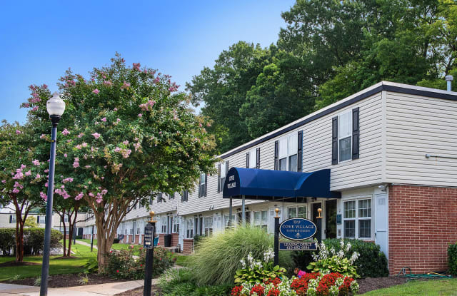 Cove Village Townhomes - 2 Driftwood Ct, Essex, MD 21221