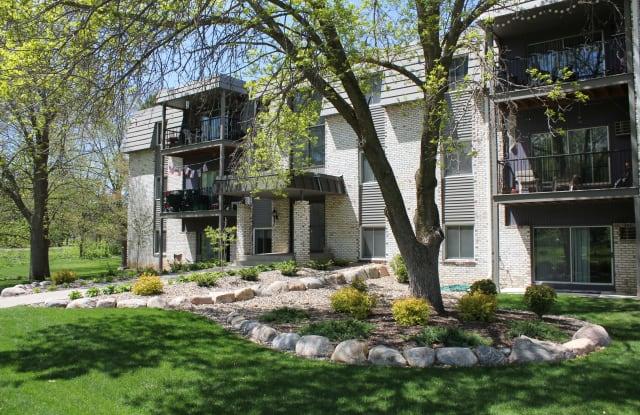 Maplewood Apartments - 2391 Larpenteur Ave E, Maplewood, MN 55109