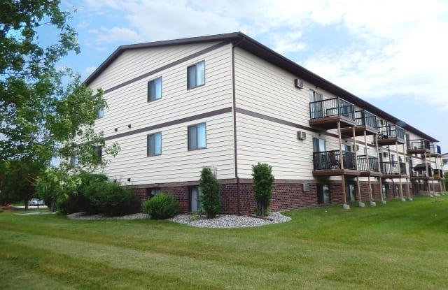 Oak Court - 1900 21st Avenue South, Fargo, ND 58103
