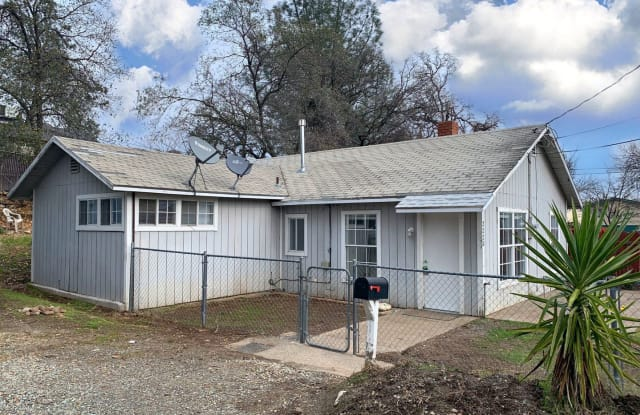 2220 Tehama Street - 2220 Tehama Street, Redding, CA 96001