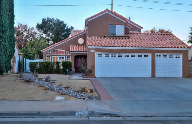 1627 Windsor Place - 1627 Windsor Place, Palmdale, CA 93551