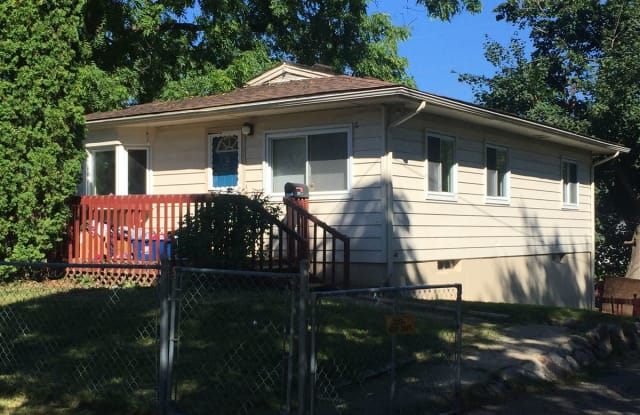 204 W Brooklyn Ave - 204 West Brooklyn Avenue, Pontiac, MI 48340