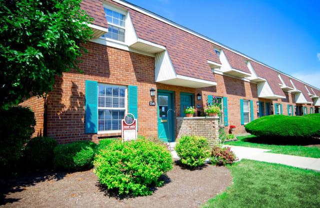 Pine Run Townhomes - 5541 Bengie Ct, Huber Heights, OH 45424
