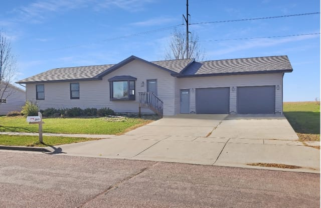 2801 N Lyme Grass Ave - 2801 North Lyme Grass Avenue, Sioux Falls, SD 57107