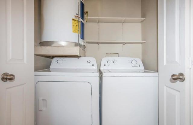 Kingsgate Apartments - 5750 N Major Dr, Beaumont, TX 77713