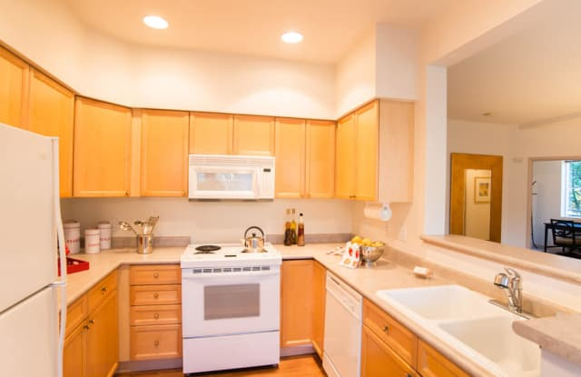 Portsmith Apartment Homes - 12121 Admiralty Way, Everett, WA 98204