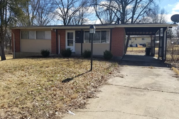 10249 Dacey Ct - 10249 Dacey Court, Dellwood, MO 63136