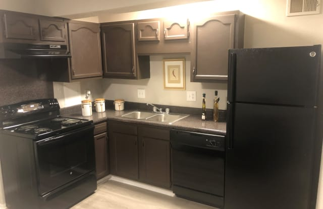 Somerset Apartments - 1400 Ventura Way Dr, Charlotte, NC 28213