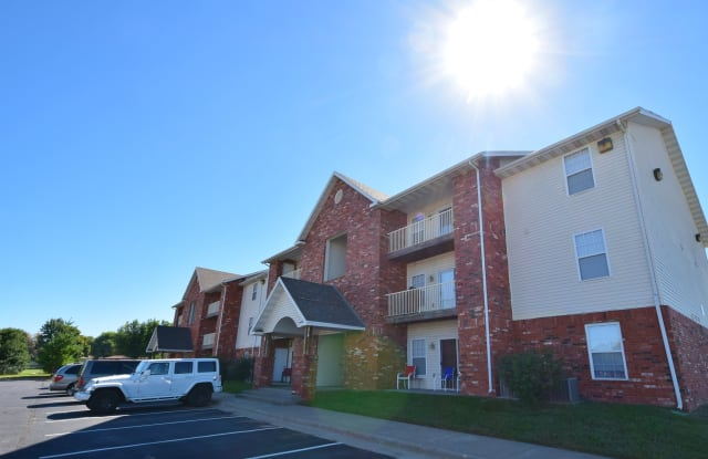Parkwood Apartments - 2650 North Barnes Avenue, Springfield, MO 65803