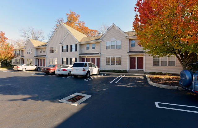 Spinnaker Hunt Apartments - 253 W River St, Milford city, CT 06460