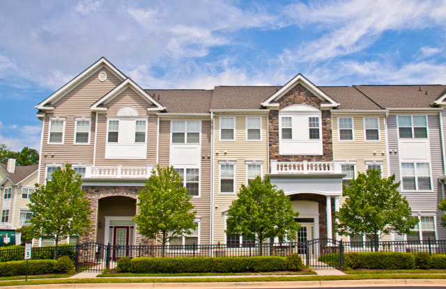 Broadlands Luxury Apartments - 21799 Crescent Park Sq, Broadlands, VA 20148