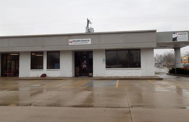 714 N Logan Street - 714 N Logan St, Lincoln, IL 62656