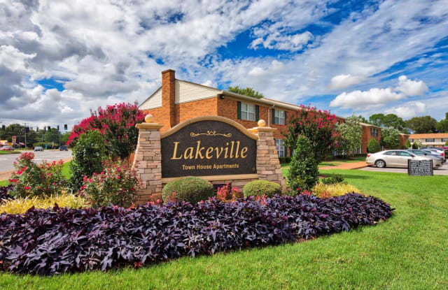 Lakeville Townhome Apartments - 6120 Lexington Ct, Virginia Beach, VA 23464