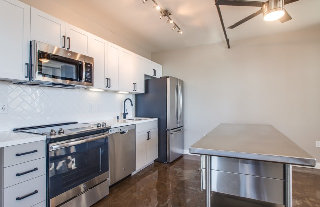 Broadway Lofts - 1007 5th Ave, San Diego, CA 92101