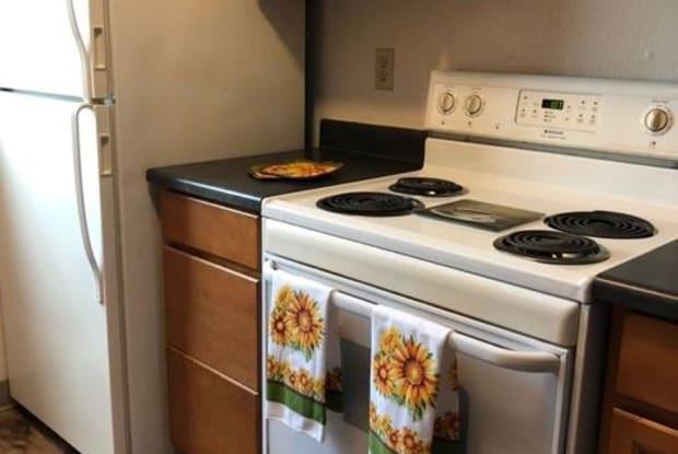 Quail Ridge Apartments - 4735 SW Luradel St, Portland, OR 97219