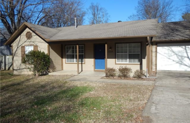 2008 Holly ST - 2008 West Holly Street, Fayetteville, AR 72703
