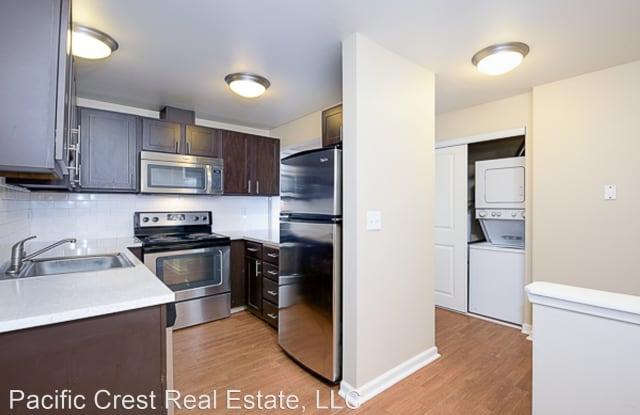 Northlink Apartments - 11244 Greenwood Avenue North, Seattle, WA 98133