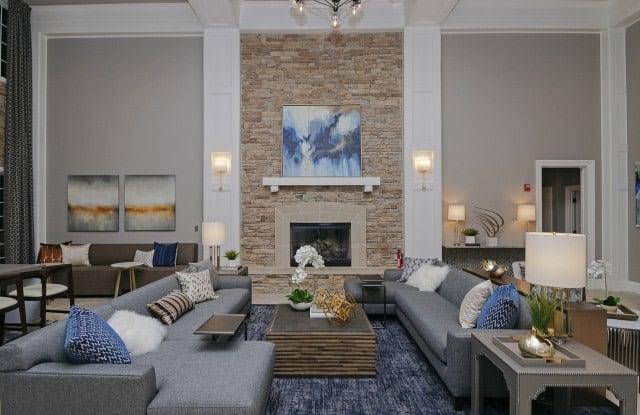 The Villas at Old Concord - 4 Riverhurst Rd, Pinehurst, MA 01821