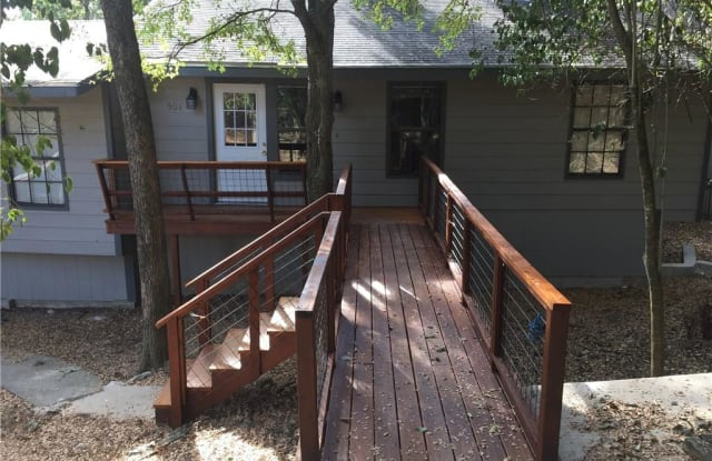 901 Hillyer Street - 901 Hillyer Street, San Marcos, TX 78666