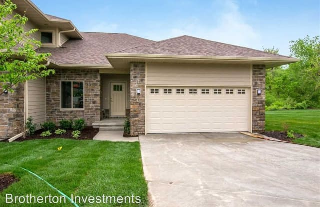 17 Holiday Ridge Ln - 17 Holiday Ridge Ln, Coralville, IA 52241