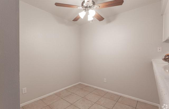 Oak Tree - 3620 E McDowell Rd, Phoenix, AZ 85008
