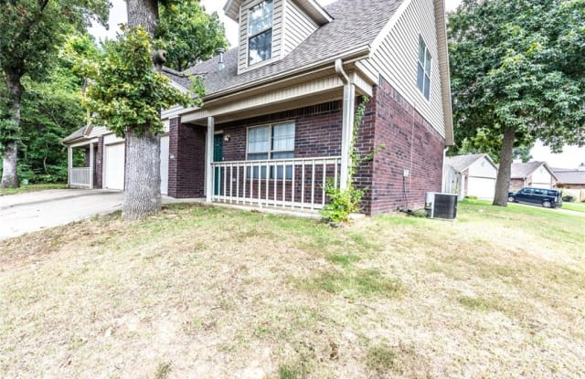 1986 Macey DR - 1986 North Macey Drive, Fayetteville, AR 72704