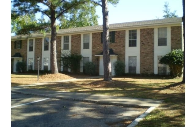 Colonial Manor - 1823 Parsley Avenue, Pascagoula, MS 39567