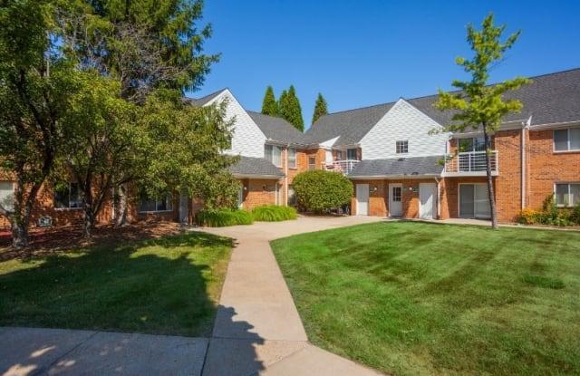 Diamond Forest Apartments - 23140 Halsted Rd, Farmington Hills, MI 48335