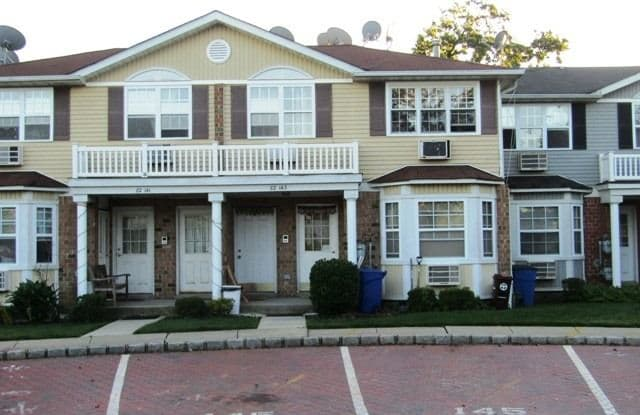 82-143 Country Pointe Cir - 82-143 Country Pointe Circle, Queens, NY 11426
