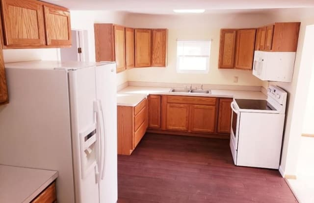 481 E 288th St - 481 East 288th Street, Willowick, OH 44095