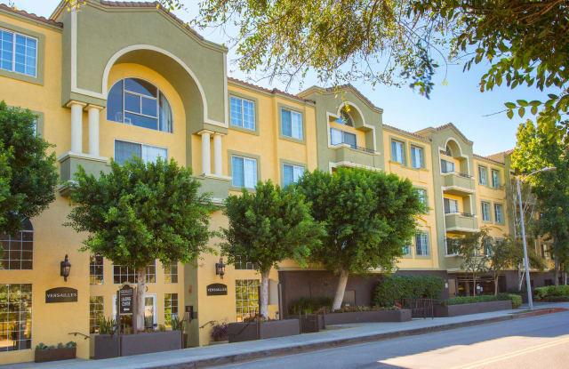 Versailles - 23100 Avenue San Luis, Los Angeles, CA 91364
