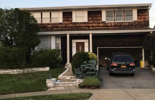 746 E Park Ct - 746 East Park Court, Woodmere, NY 11581