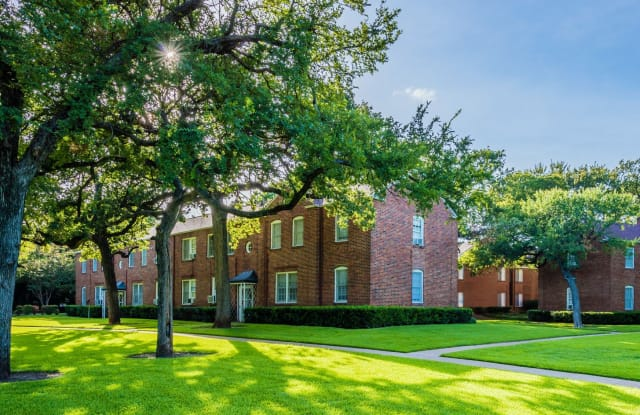 Crestwood Place - 3900 White Settlement Rd, Fort Worth, TX 76107