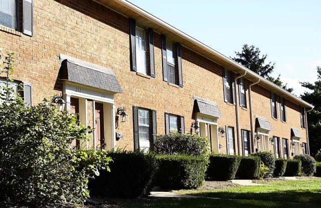 Carriage House Mishawaka II - 118 Charleston Dr, Mishawaka, IN 46545