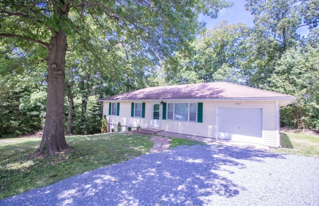 1507 WESTWINDS DR - 1507 Westwinds Drive, Columbia, MO 65203