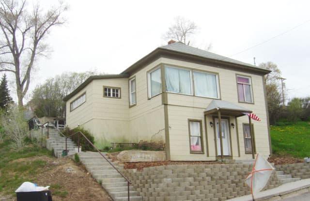 401 Agate Street - 401 Agate Street, Kemmerer, WY 83101