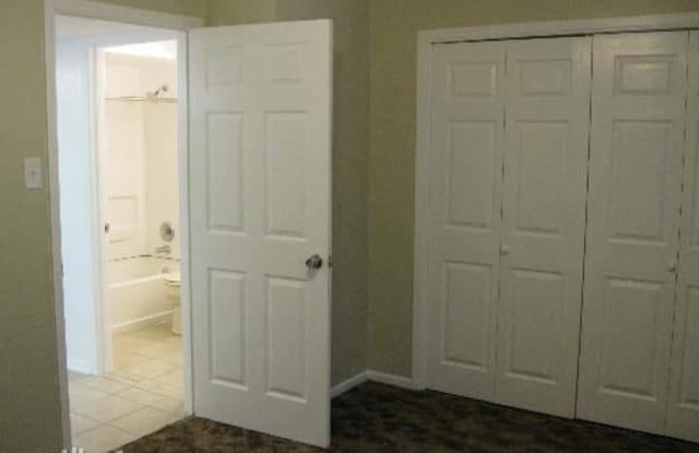 Villa Bordeaux Condos - 170 De Chantle Rd, San Antonio, TX 78201