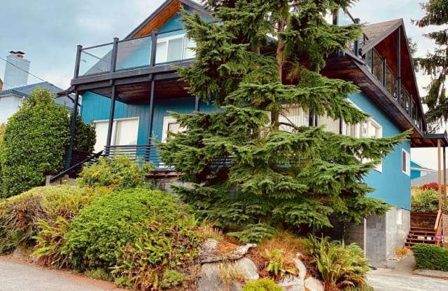 2301 37th Ave SW - 2301 37th Ave SW, Seattle, WA 98126