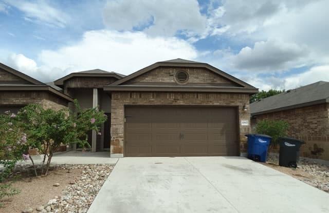 1060 Carolyn Cove - 1060 Carolyn Cove, New Braunfels, TX 78130