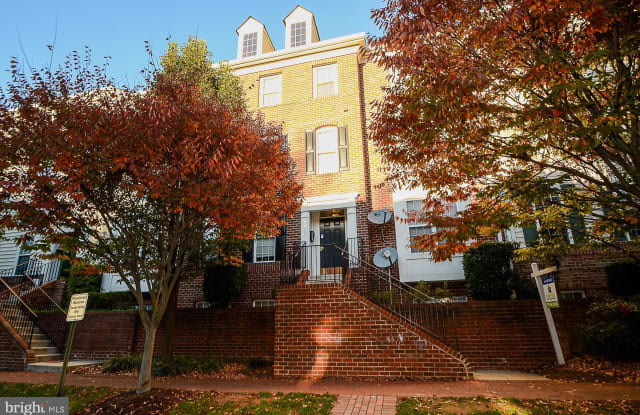 8856 ASHGROVE HOUSE LANE - 8856 Ashgrove House Lane, Tysons Corner, VA 22182