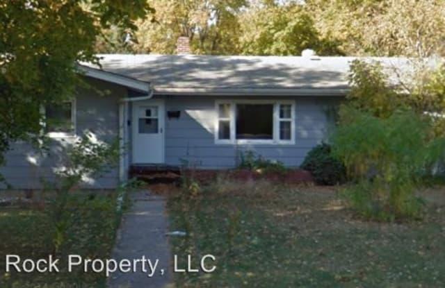 1721 13th St S - 1721 13th Street South, Moorhead, MN 56560