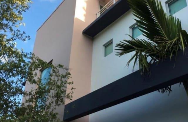 3253 Mcdonald St - 3253 McDonald St, Miami, FL 33133