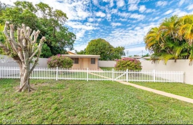 610 NW 23rd Pl R - 610 Northwest 23rd Place, Miami, FL 33125